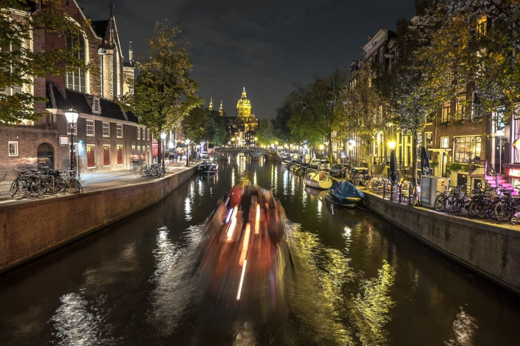 Amsterdams Grachten in der Nacht