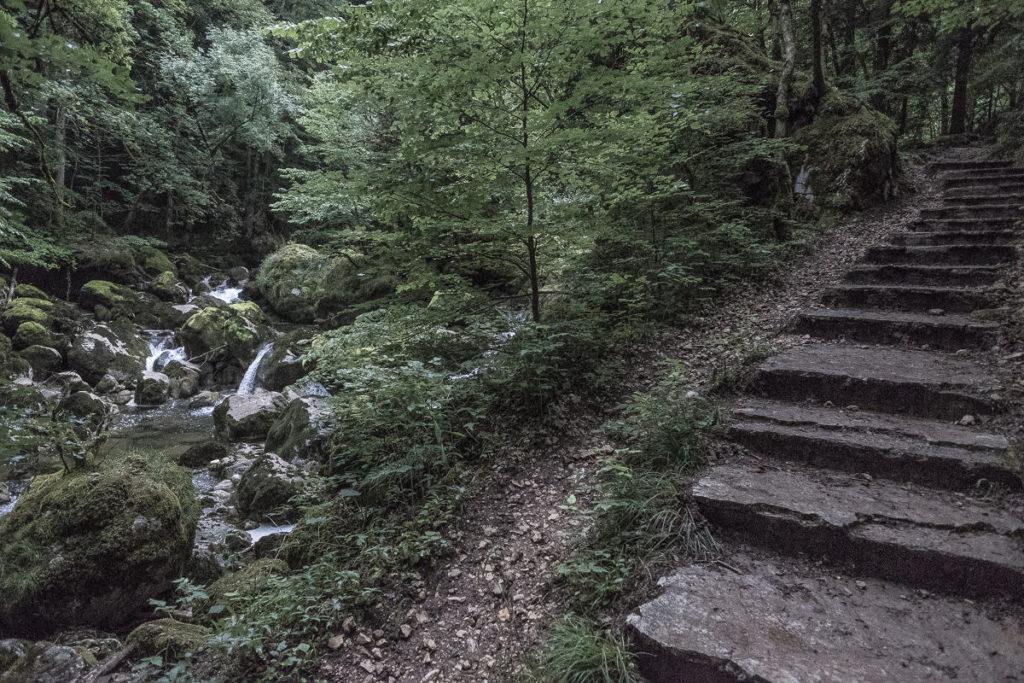 Treppen an der Schlucht Aareuse