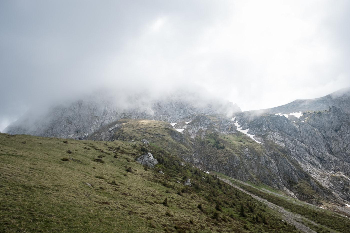 aufstieg nebeliges stockhorn