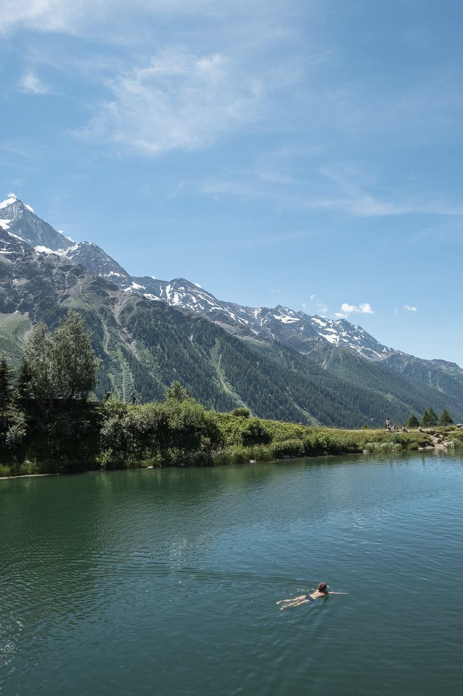 Baden im Schwarzsee bei Blatten