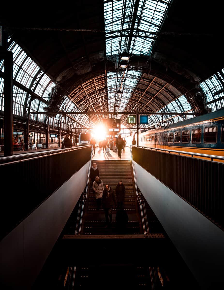Bahnhof Amsterdam (Quelle: unsplash)