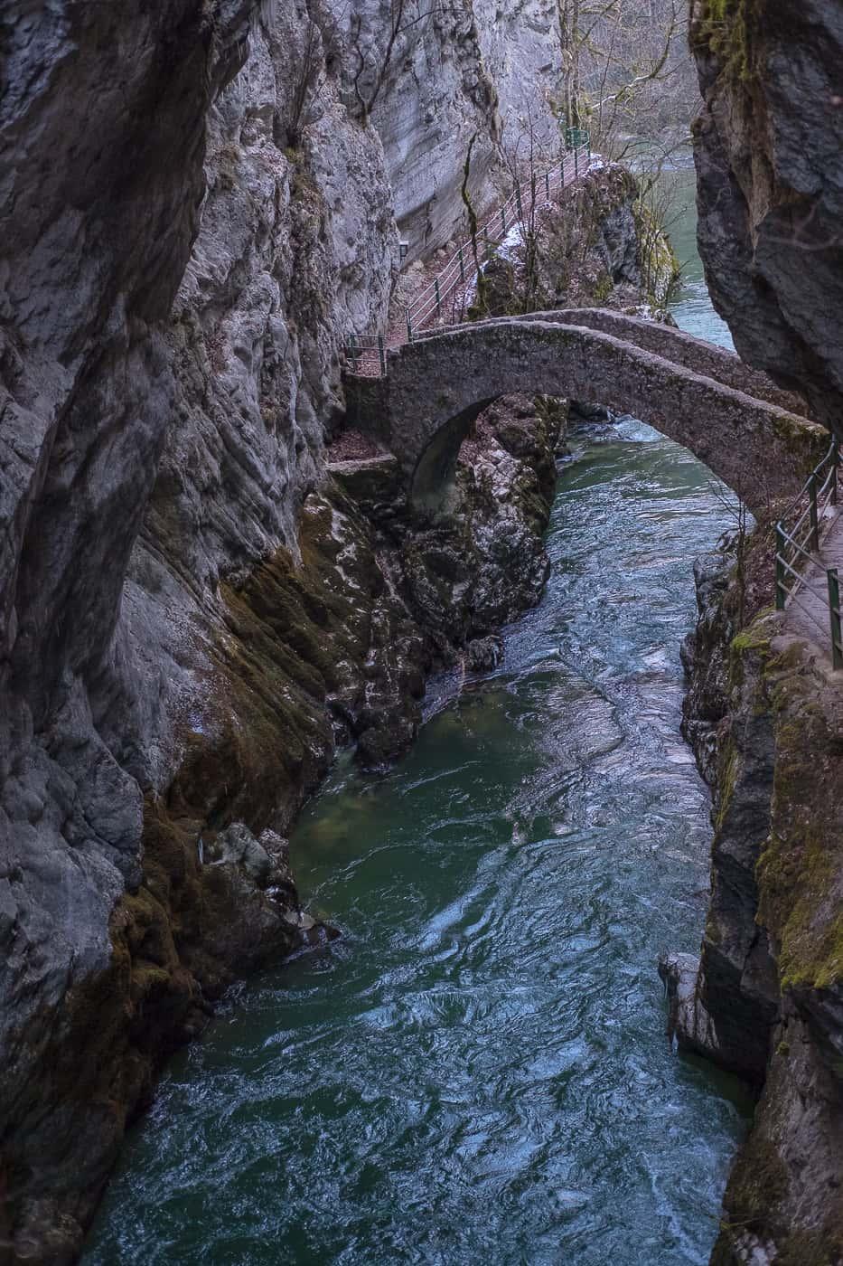 Bekannte Brücke Areuse Schlucht