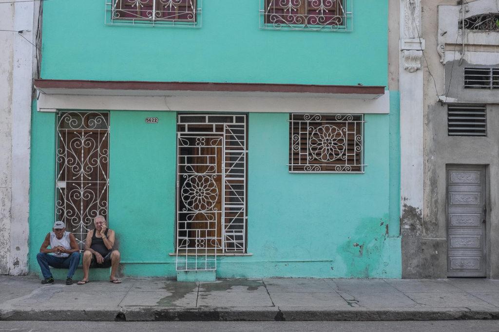 Boring men in Cienfuegos