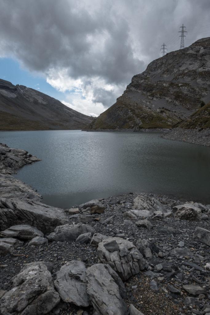 Der Daubensee mit Strommasten