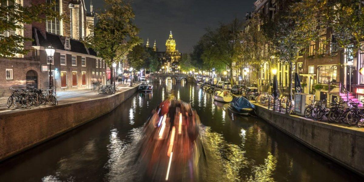 Amsterdams Grachten in der Nacht