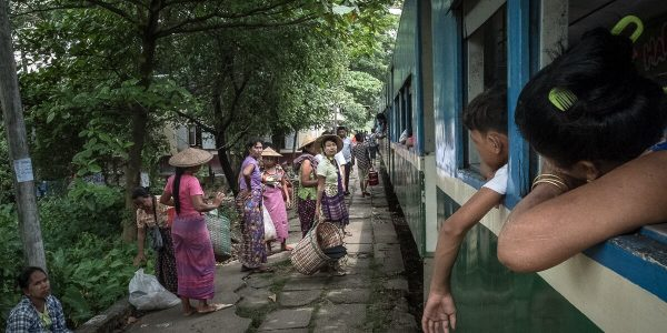 Zugfahrt Yangon Myanmar Circle Line