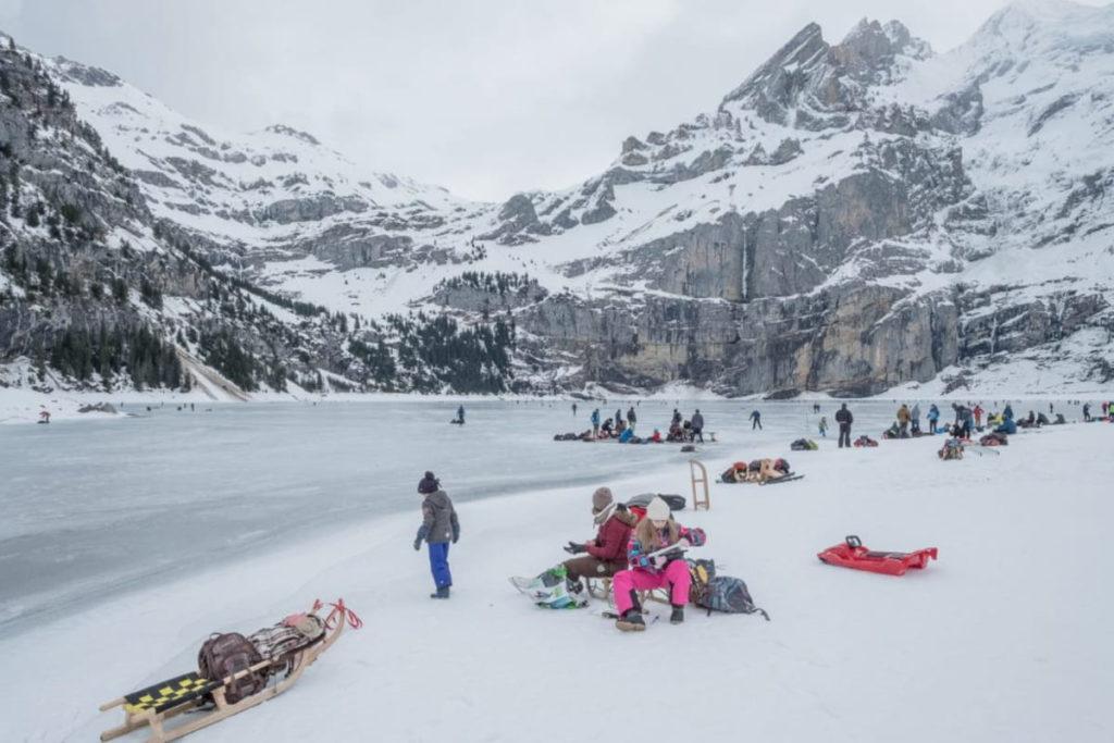 Familienausflug am gefrorenen Oeschinensee