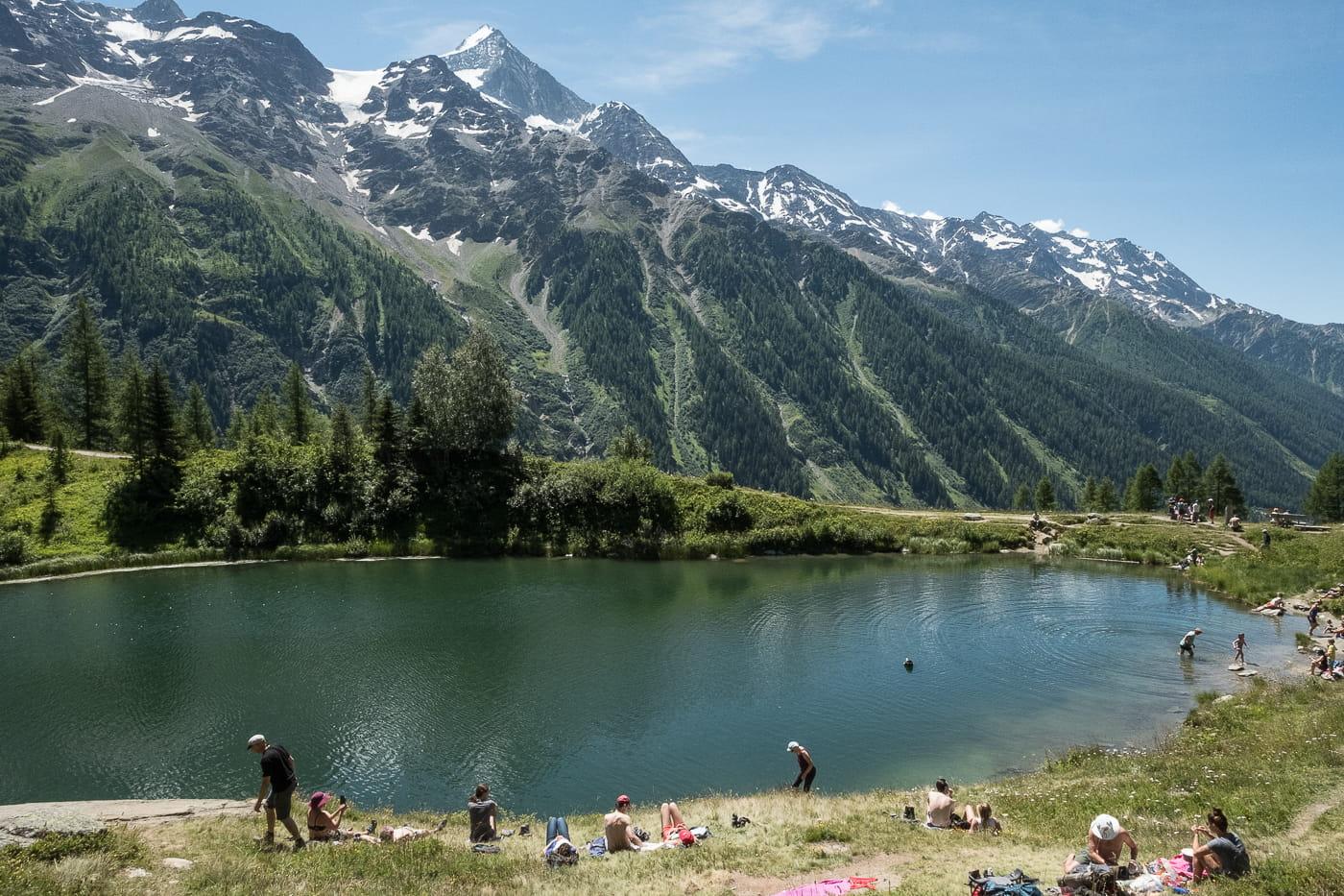 Familienwanderung beim Schwarzsee im Lötschental
