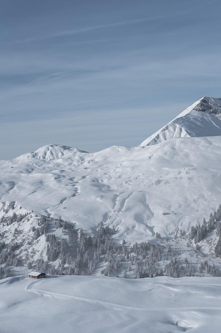 Haus in der Schneelandschaft Adelboden Lenk