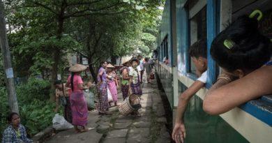 Zugfahren in Yangon, Myanmar