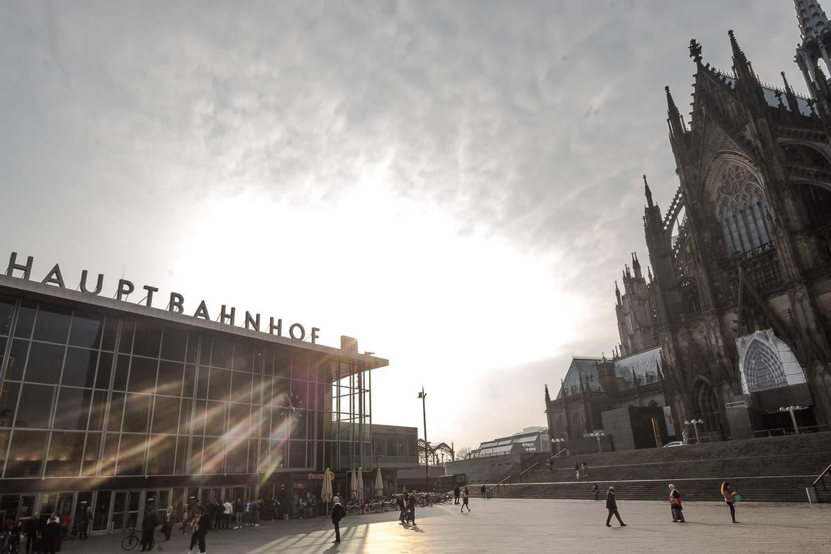 Bahnhof Köln beim Kölner Dom