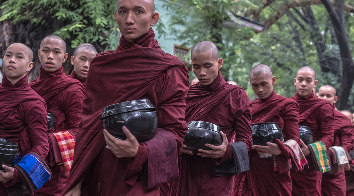 Mönche im Kloster von Mandalay Myanmar