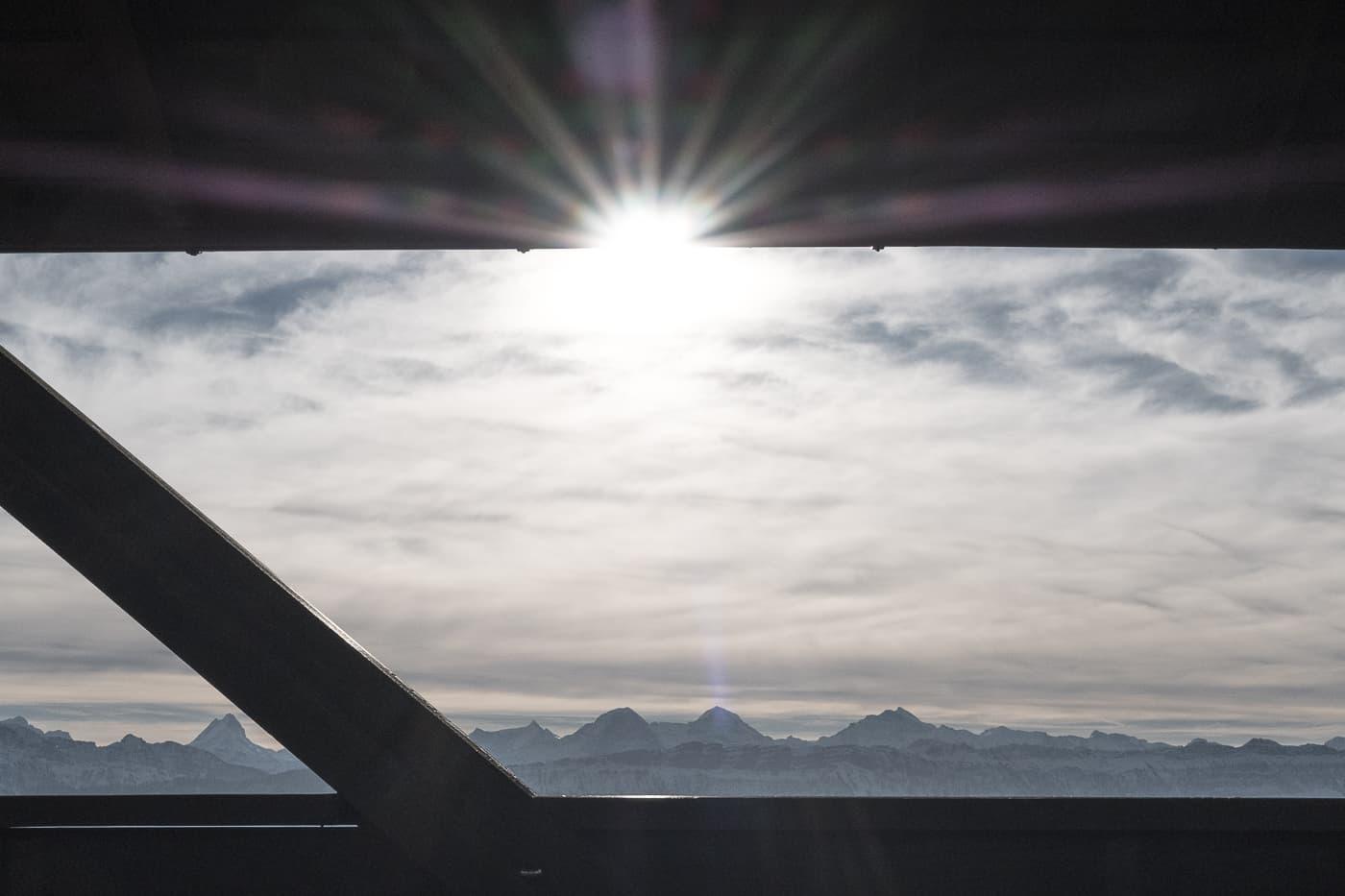 Morgensonne auf dem Aussichtsturm Chuderhüsi