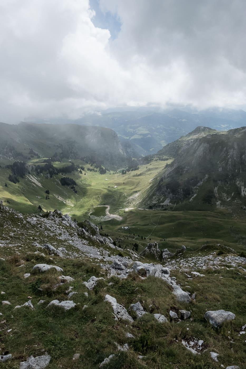 Mystischer Ausblick auf die Freiburger Berge