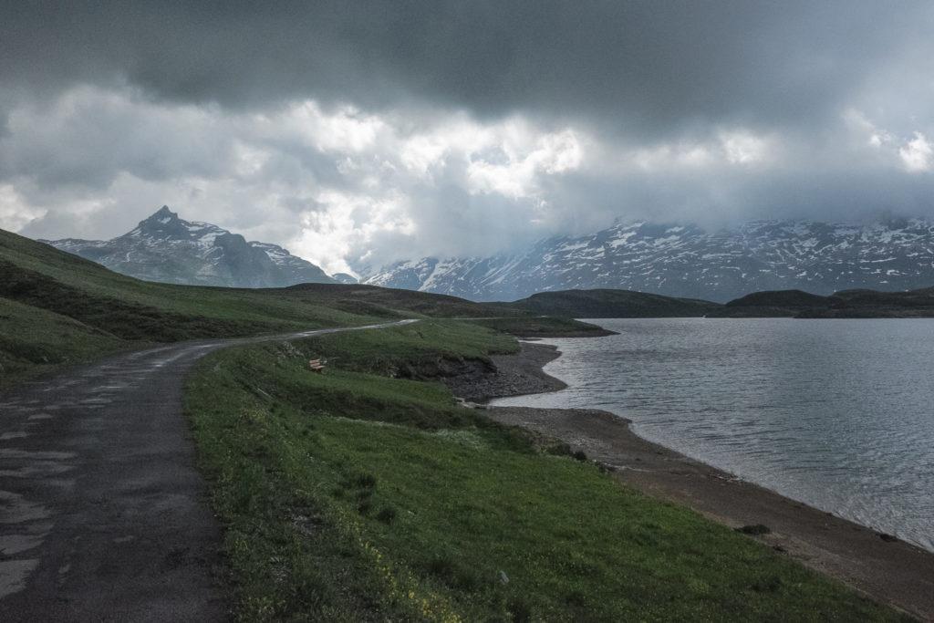Auf dem Weg entlang dem Tannensee